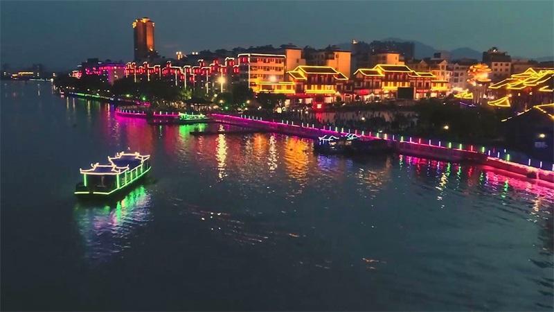 """航拍""""僑鄉""""容縣︰繡江(jiang)青青 夜景如畫"""