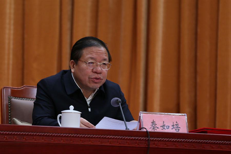 自治區黨委常委、常務副主席秦如培宣讀2019年自治區文化旅遊品牌評定名單