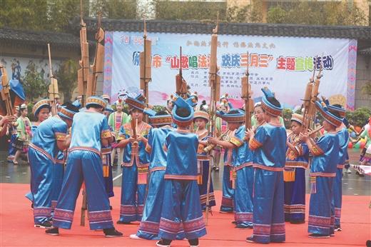 法治(zhi)建設化春雨 潤澤童心細無(wu)聲