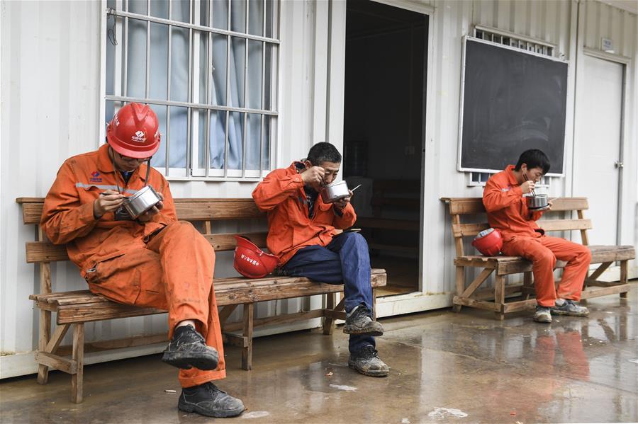 廣西(xi)大藤(teng)峽︰做好防疫保建設