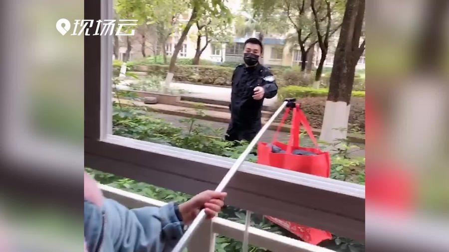 """""""等疫情過後,爸爸再(zai)好(hao)好(hao)抱抱你們!"""""""