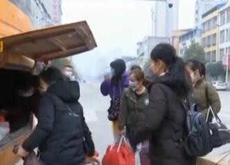 羅城:復工專車溫暖開行 一站式護送農民工赴深圳返崗務工
