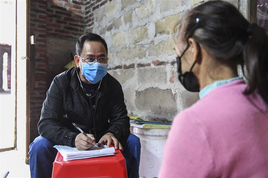 村醫譚國仕:沿海群眾的健康守護者