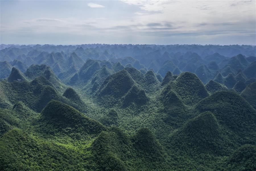 飛閱廣西木論國家級自然保護區(qu)