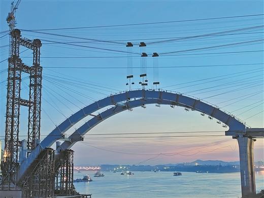 西江四橋全橋鋼拱肋合龍