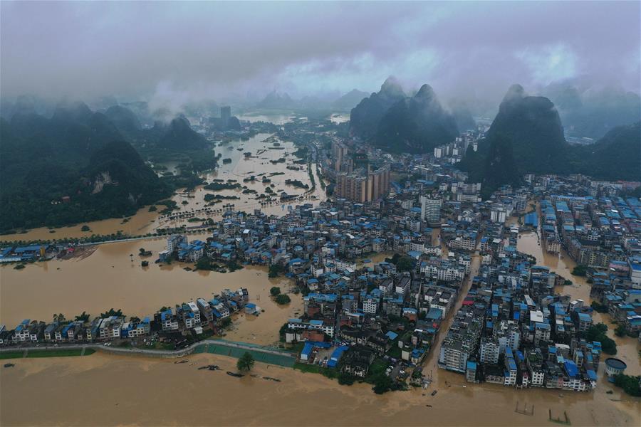 廣西融水:緊急轉移受災群眾