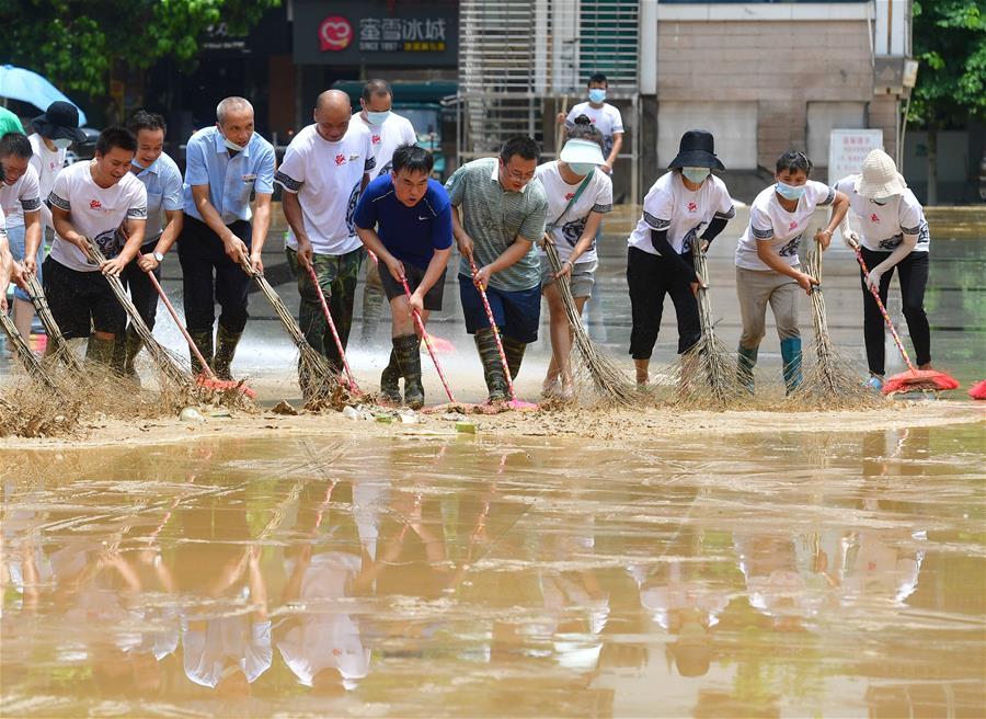廣西融水:洪水消退清淤忙