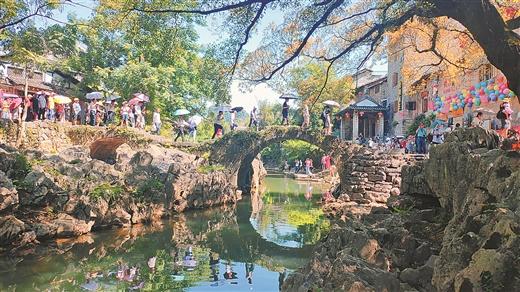 黃姚古鎮迎來一波暑期遊客高峰