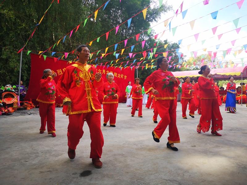 北流:山村群眾自辦傳統文化節 助力鄉村振興