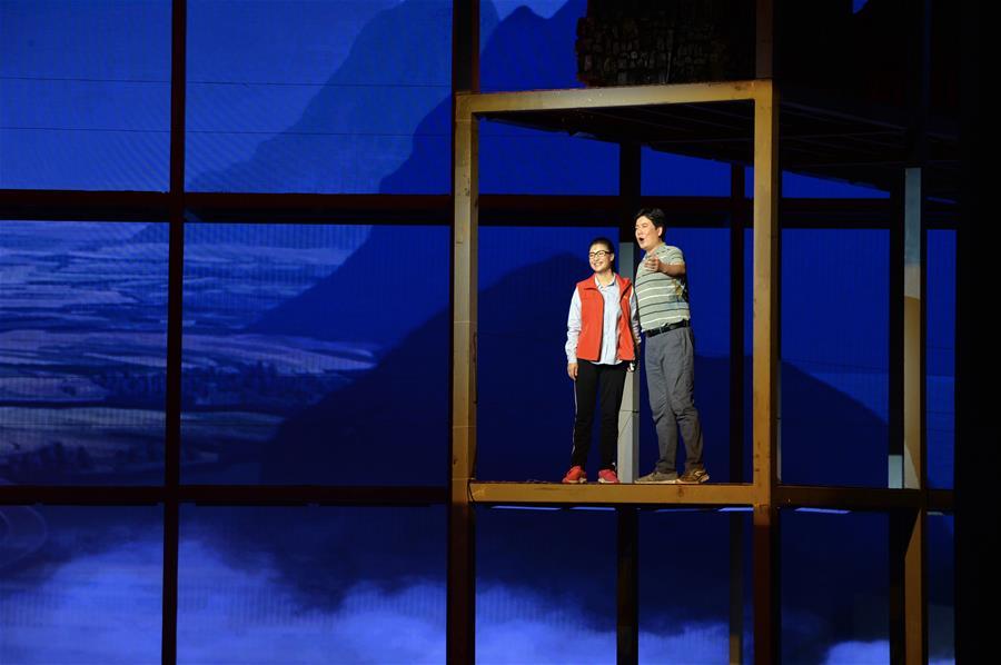 民族歌劇《扶貧路上》在南寧上演 講述黃文秀的故事
