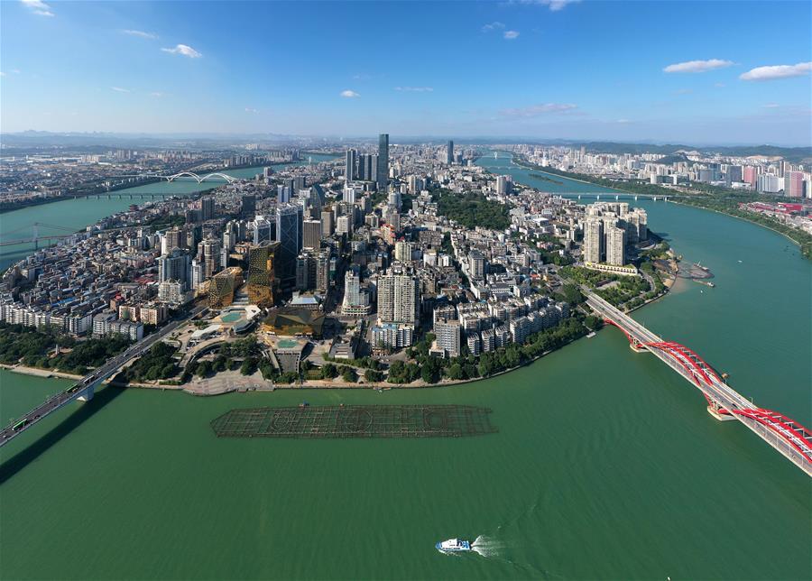 廣西柳州:巡河護水扮靚家園