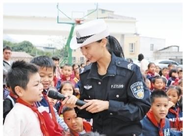 """岑溪市開展""""知危險會避險""""交通安全宣傳活動"""