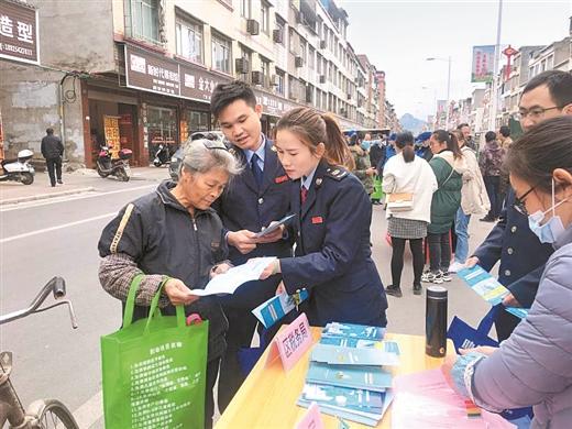 覃塘區舉行國家憲法日集中宣傳活動