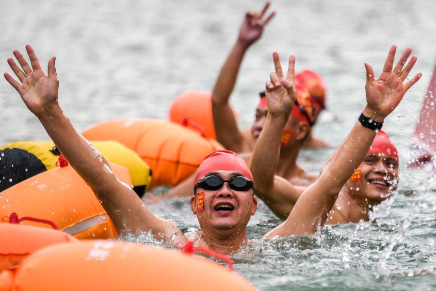 全民健身——冬泳迎新年