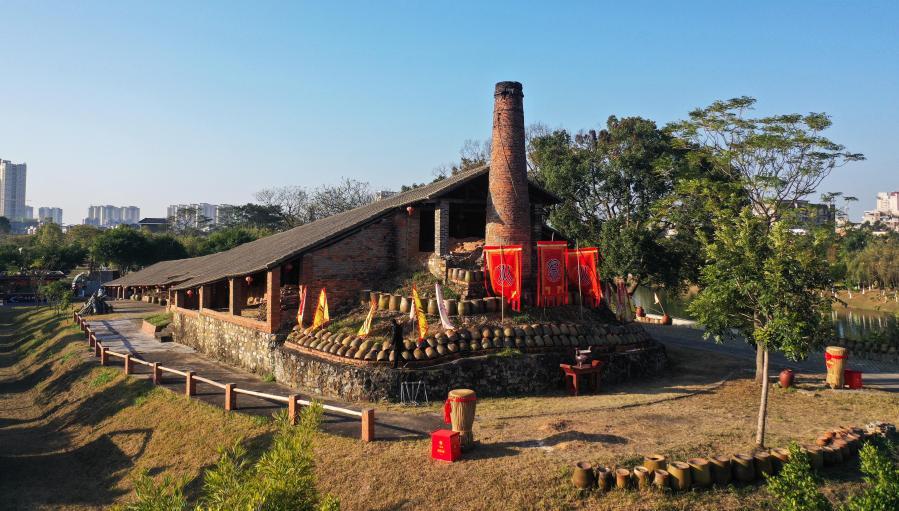 廣西欽州:百年古龍窯開窯迎新年