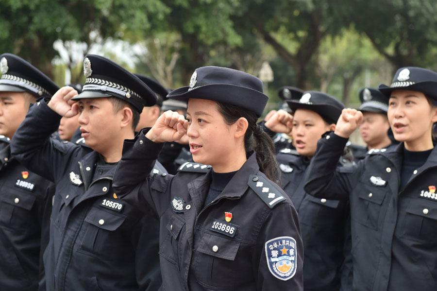 """廣西南寧:與老民警共慶""""警察節"""""""