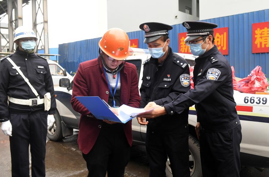 廣西南寧鐵路公安處集中銷毀查獲的管制刀具