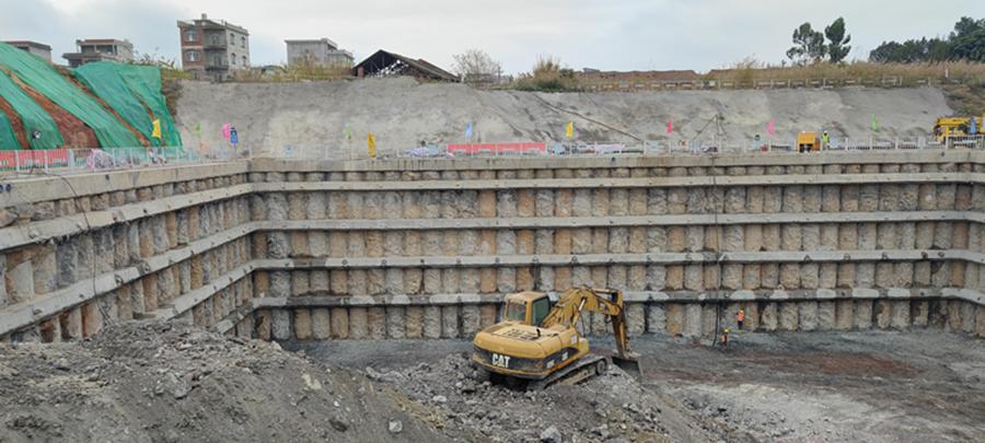 橫州大橋建設穩步推進 主塔下橫梁混凝土澆築完成