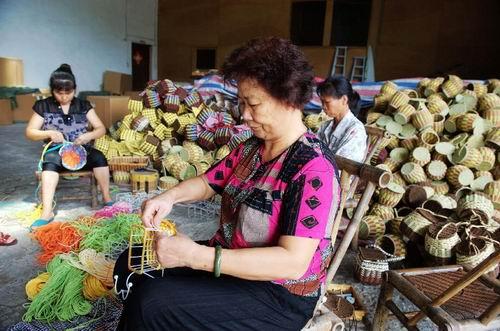 廣西岑溪農民發展紙繩編織促增收