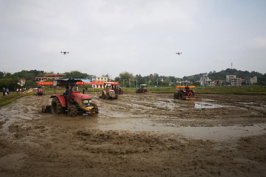 北流:農機服務春耕 助力鄉村振興