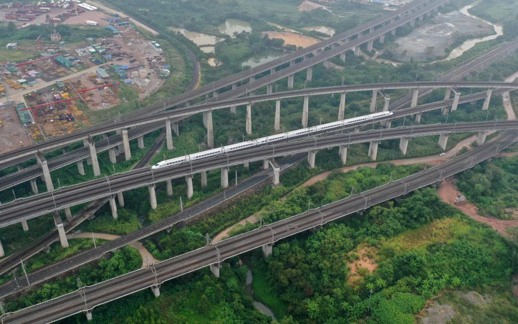 廣西:中秋、國慶假期增加運力