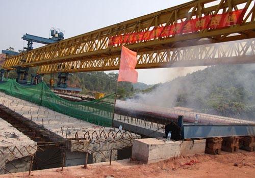 玉林至鐵山港高速公路第一座大橋實現全幅貫通