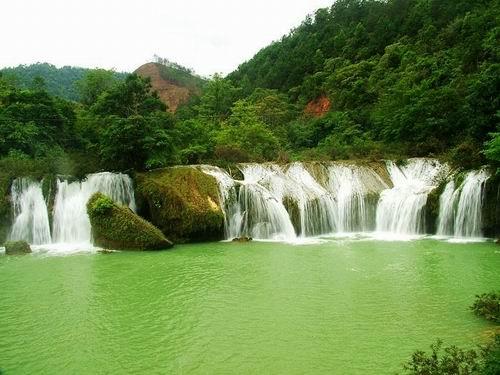 福祿河瀑布群