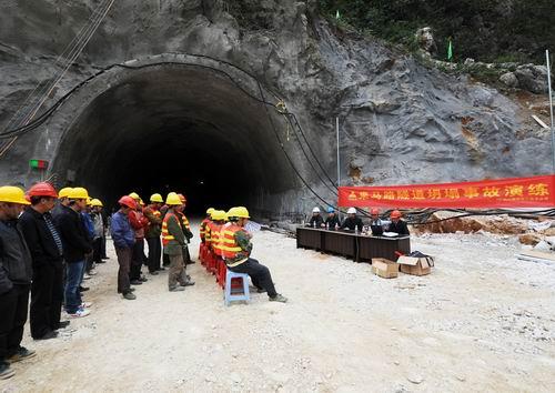 來賓至馬山高速公路項目舉行隧道坍塌事故演練