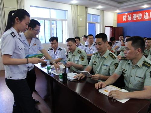 東興市國地稅聯合開展稅法宣傳進軍營活動