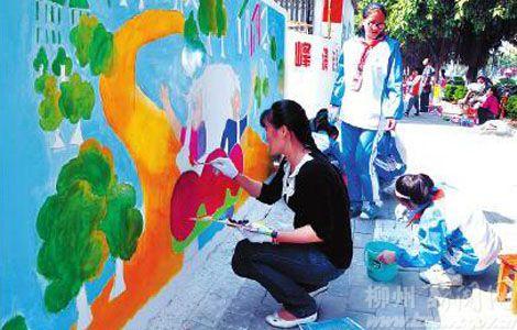 小学师生手绘长墙清洁家园
