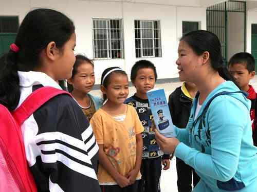興賓區稅法宣傳志願者到中團小學宣傳稅法知識